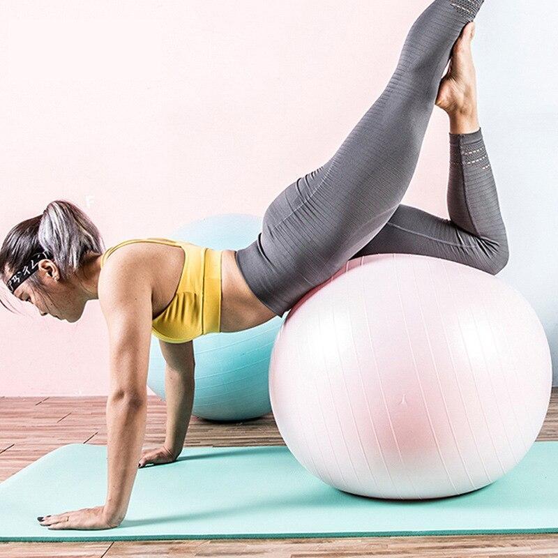 Yoga y Pelota de Pilates para laborar en casa